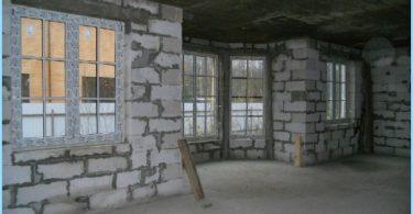 Budujemy dom z bloków pianki z rękami