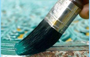 Farba żaroodporna i rdzy na metalu