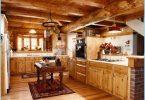 Kuchnia w drewnianym domu - nowoczesny design w domku