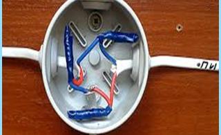 rasklyucheniya jazdy lub podłączenie przewodów elektrycznych w skrzynce przyłączeniowej